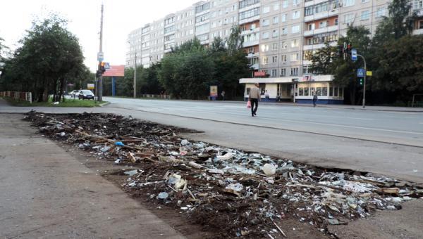 Все, что осталось от ларька на остановке общественного транспорта по ул. Воскресенской