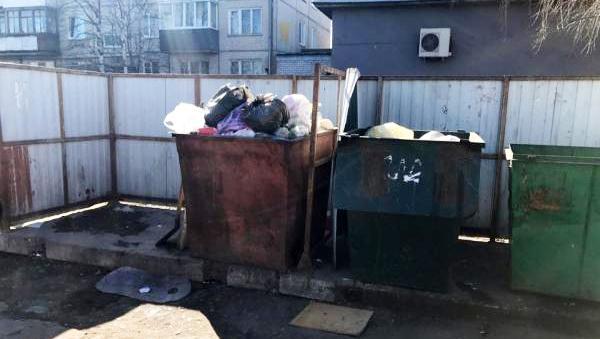 """Такой площадка на ул. Адмирала Кузнецова, 2 была до """"работы"""" Спецавтохозяйства"""