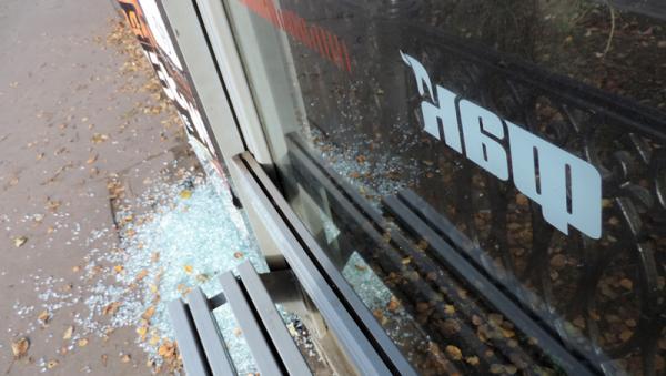 Очередной акт вандализма в отношении уличной мебели АНР «Факел»