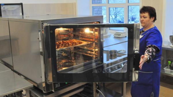 Тестирование оборудования прошло успешно, а первой выпечкой нового поварского цеха стали эклеры