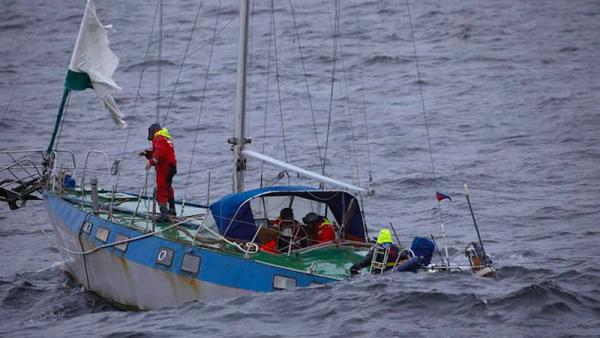 На фото: спасенная яхта «Крейсер» (© RIA Novosti. Вера Костамо)