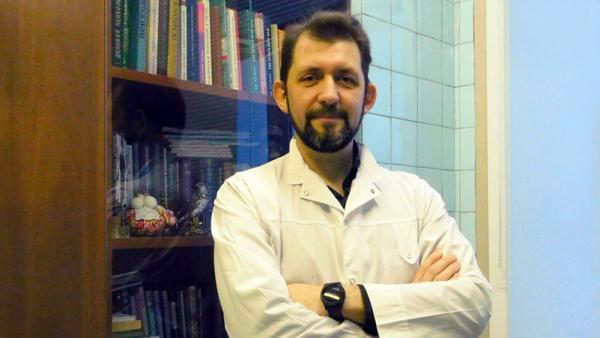Куликов Сергей Александрович, заведующий патопсихологической лабораторией ГБУЗ АО «АКПБ» (психиатрической больницы Талаги), преподаватель суицидологии в СГМУ