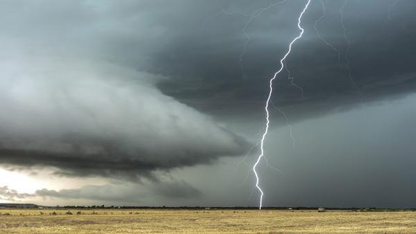 Ожидаются сильные ветер и гроза в Лешуконском, Мезенском и Пинежском районах