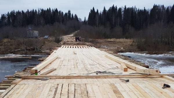 На мосту в посёлке Шенкурского района открыли пешеходное движение