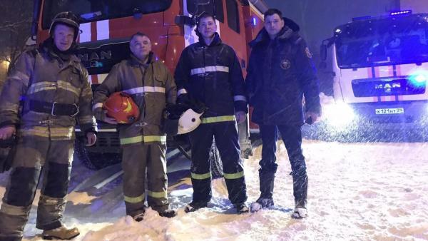 Новодвинские пожарные спасли сорвавшегося с обрыва мужчину в сильную метель